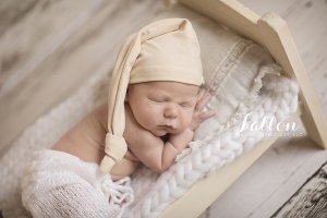 precious little Dylan night cap RI
